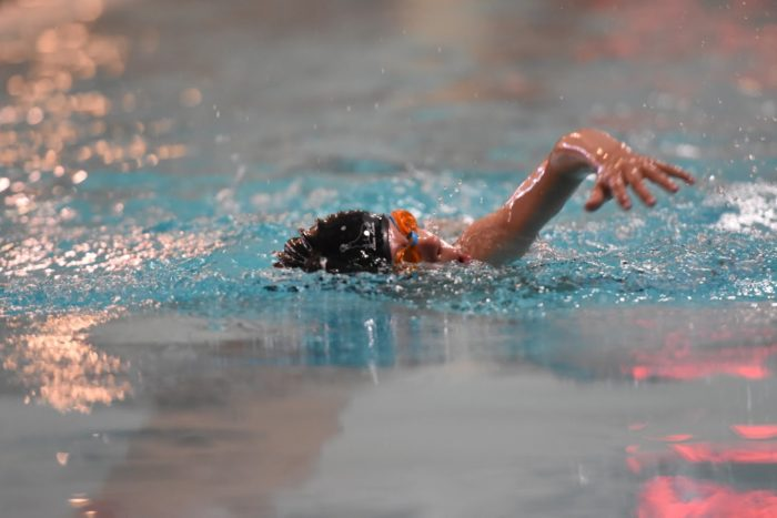 Cilvēks peld