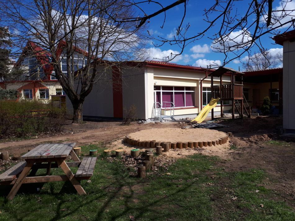 Ādažu bērnudārza ēka un pagalms
